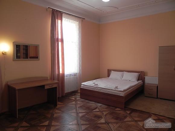 Квартира біля Оперного театру, 2-кімнатна (81182), 002
