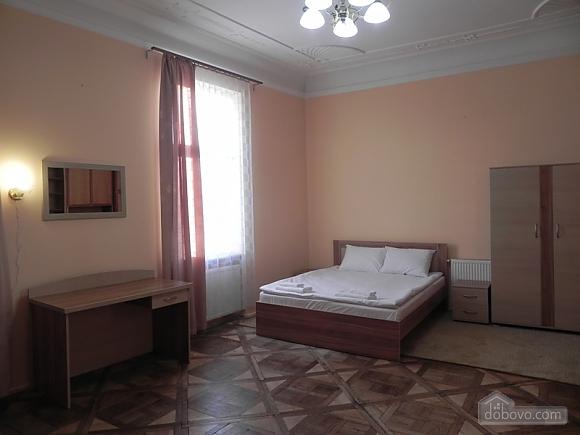 Квартира біля Оперного театру, 2-кімнатна (81182), 004