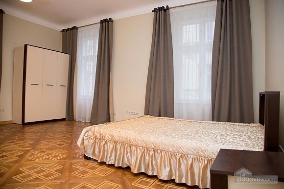 Апартаменты возле площади Рынок, 2х-комнатная (31965), 001