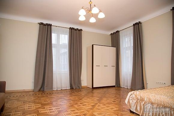 Апартаменты возле площади Рынок, 2х-комнатная (31965), 002