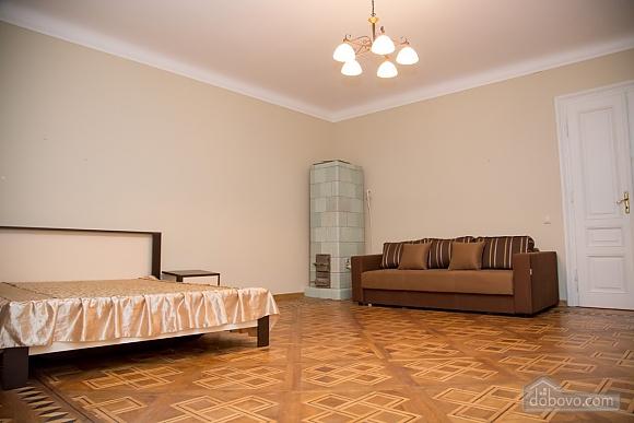 Апартаменты возле площади Рынок, 2х-комнатная (31965), 003