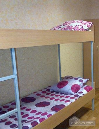 Ліжко-місце в хостелі в центрі, 1-кімнатна (77477), 001
