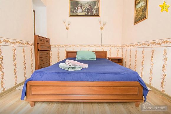 Квартира в историческом центре, 2х-комнатная (14425), 003