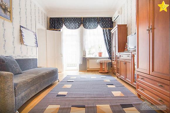 Квартира в историческом центре, 2х-комнатная (14425), 002