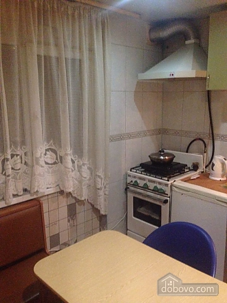 Apartment near the train stations in centre, One Bedroom (40235), 004