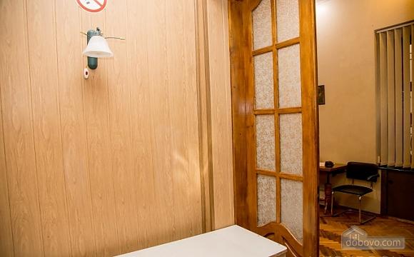 Двухуровневая квартира в самом центре, 2х-комнатная (38706), 002