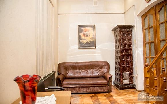 Двухуровневая квартира в самом центре, 2х-комнатная (38706), 001