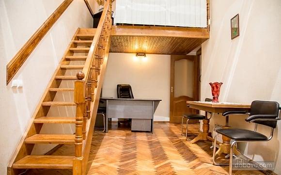 Двухуровневая квартира в самом центре, 2х-комнатная (38706), 003