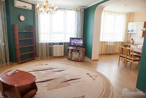 Біля самого метро, 2-кімнатна (17916), 001