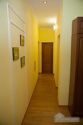 Біля самого метро, 2-кімнатна (17916), 009