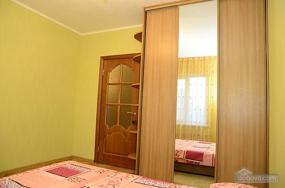 Near Kharkivska station, Un chambre (28472), 005