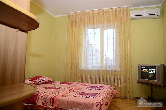 Near Kharkivska station, Un chambre (28472), 006