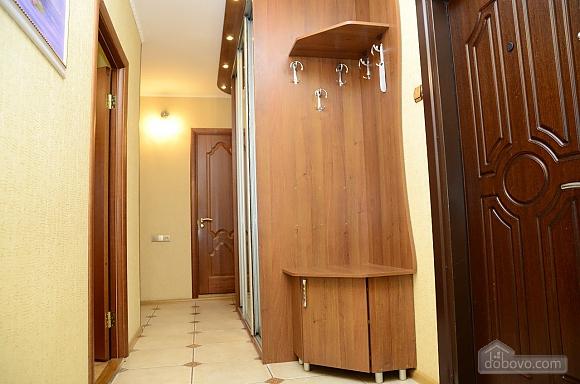 Возле самого метро Харьковская, 2х-комнатная (28472), 007