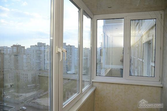 Возле самого метро Харьковская, 2х-комнатная (28472), 016