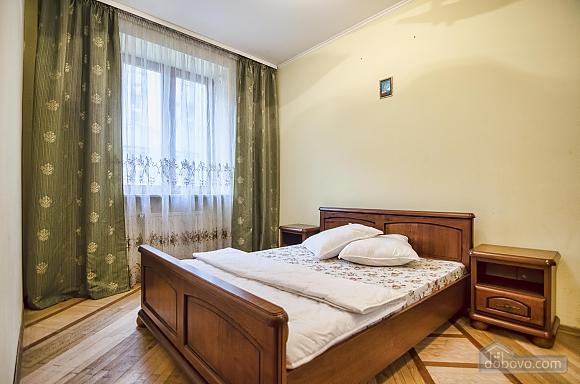 Квартира біля Оперного театру, 2-кімнатна (80742), 001