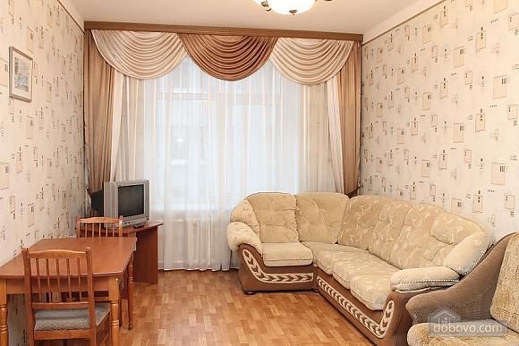 Милая квартира в самом центре, 2х-комнатная (23682), 002