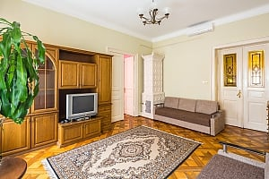Near to Opera theatre and Rynok square, Two Bedroom, 003