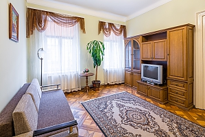 Near to Opera theatre and Rynok square, Two Bedroom, 004