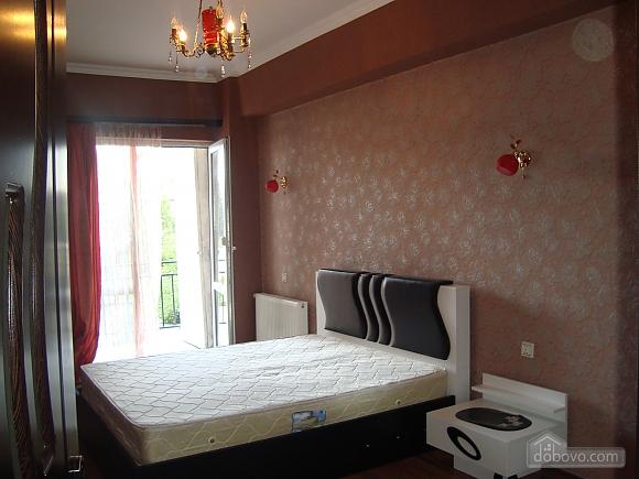 Luxury apt, Three Bedroom (23872), 001