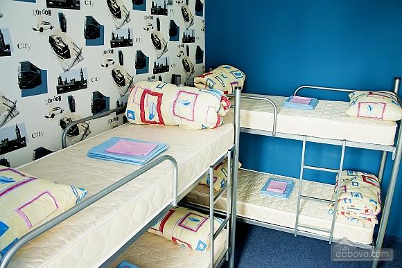 Общая 4-х местная комната в ЗигЗаг хостеле, 1-комнатная (74932), 003