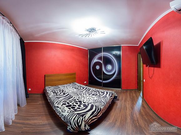 Нова простора квартира поблизу центру поряд з метро, 2-кімнатна (76078), 001