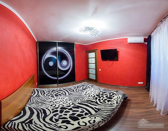 Нова простора квартира поблизу центру поряд з метро, 2-кімнатна (76078), 002