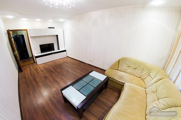 Нова простора квартира поблизу центру поряд з метро, 2-кімнатна (76078), 005