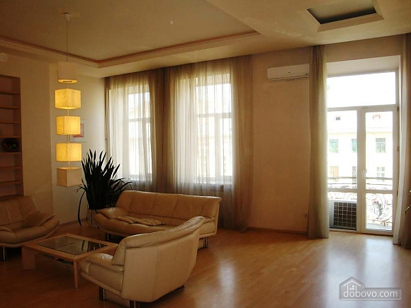 A huge apartment overlooking Shevchenko avenue, Tre Camere (55630), 016