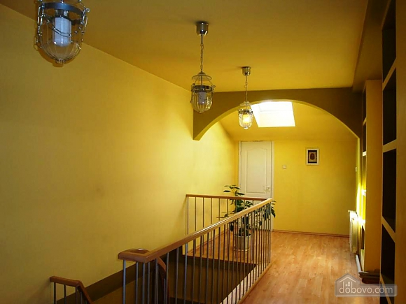 A huge apartment overlooking Shevchenko avenue, Tre Camere (55630), 030
