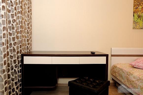 Чудова квартира в центрі міста, 2-кімнатна (70933), 012