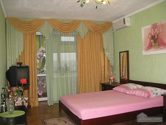 Apartment near  Levoberezhna station, Monolocale (99181), 001