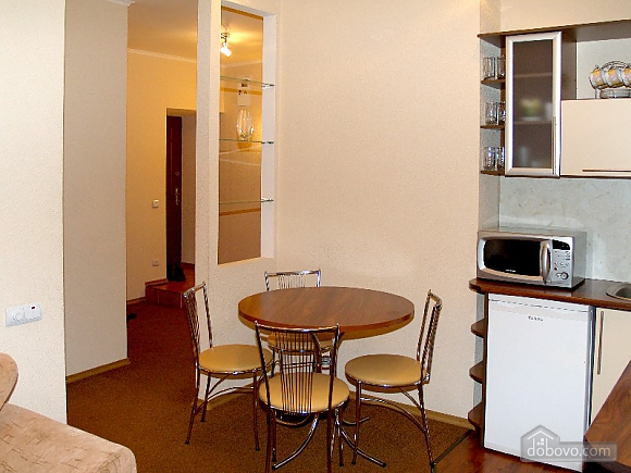 In the very heart of the city, One Bedroom (92834), 004