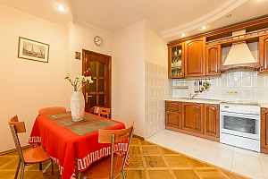 Comfortable apartment in a prestigious house near to Mynska station, Zweizimmerwohnung, 002