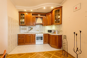 Comfortable apartment in a prestigious house near to Mynska station, Zweizimmerwohnung, 003