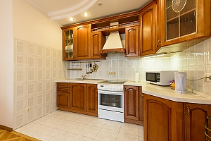 Comfortable apartment in a prestigious house near to Mynska station, Zweizimmerwohnung, 004
