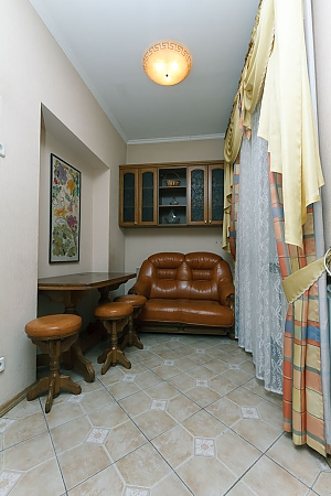 Apartment near Arsenalna station, Dreizimmerwohnung, 004