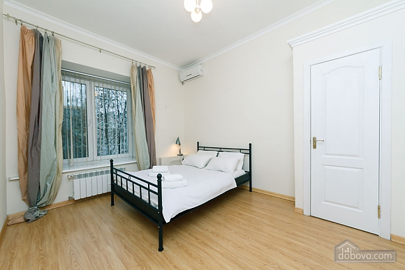 A large apartment in a 5 minutes walk from Nezalezhnosti square, Two Bedroom (41673), 001