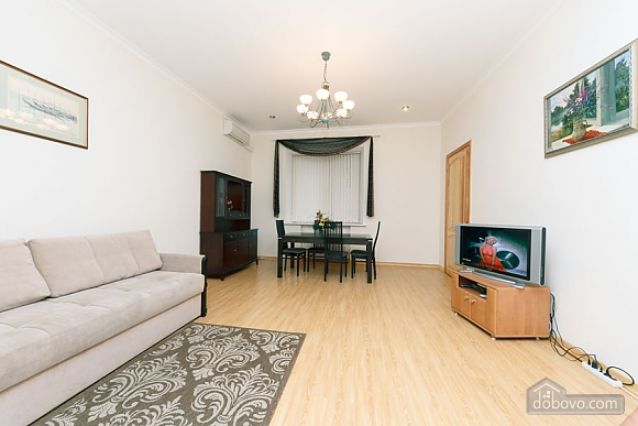 A large apartment in a 5 minutes walk from Nezalezhnosti square, Two Bedroom (41673), 004