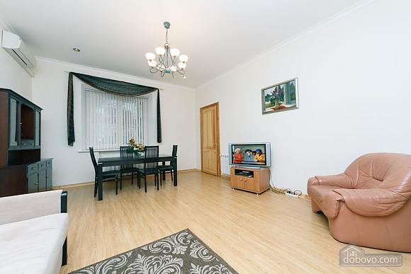 A large apartment in a 5 minutes walk from Nezalezhnosti square, Two Bedroom (41673), 005