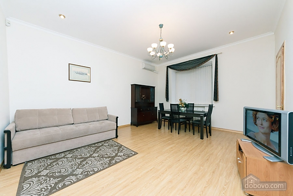 A large apartment in a 5 minutes walk from Nezalezhnosti square, Two Bedroom (41673), 008