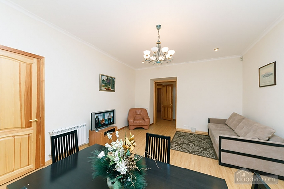 A large apartment in a 5 minutes walk from Nezalezhnosti square, Two Bedroom (41673), 011