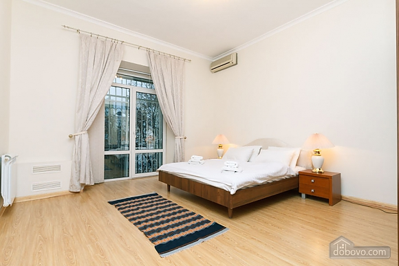 A large apartment in a 5 minutes walk from Nezalezhnosti square, Two Bedroom (41673), 013