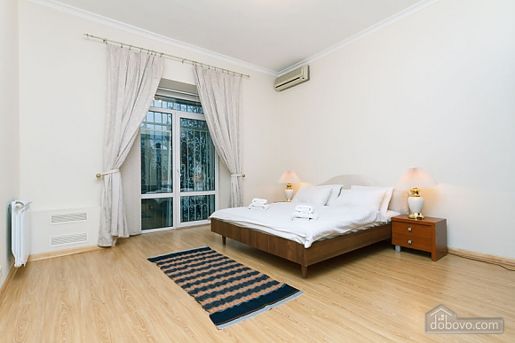 A large apartment in a 5 minutes walk from Nezalezhnosti square, Two Bedroom (41673), 014