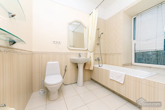 A large apartment in a 5 minutes walk from Nezalezhnosti square, Two Bedroom (41673), 020