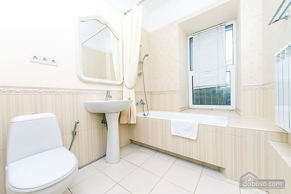 A large apartment in a 5 minutes walk from Nezalezhnosti square, Two Bedroom (41673), 021