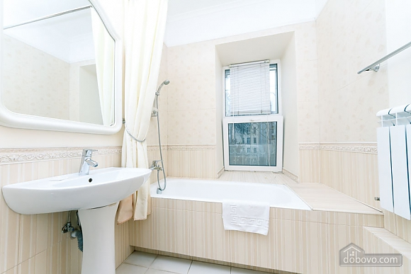A large apartment in a 5 minutes walk from Nezalezhnosti square, Two Bedroom (41673), 023
