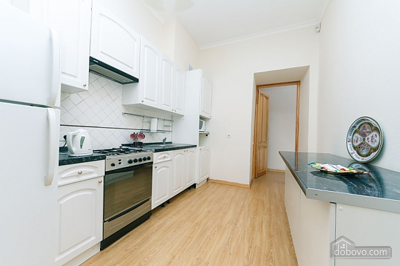 A large apartment in a 5 minutes walk from Nezalezhnosti square, Two Bedroom (41673), 033