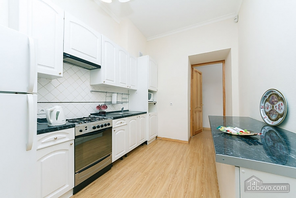 A large apartment in a 5 minutes walk from Nezalezhnosti square, Two Bedroom (41673), 034
