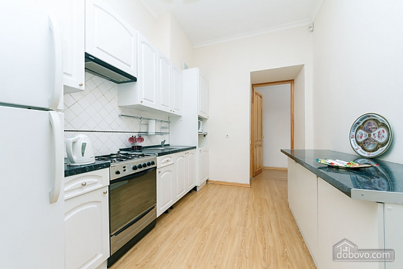 A large apartment in a 5 minutes walk from Nezalezhnosti square, Two Bedroom (41673), 035