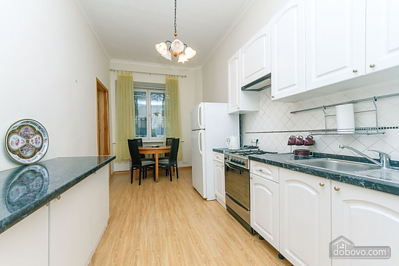 A large apartment in a 5 minutes walk from Nezalezhnosti square, Two Bedroom (41673), 037